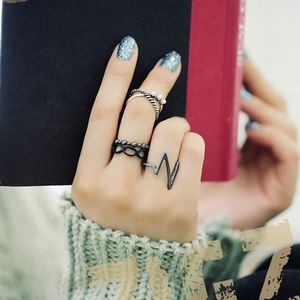 Jewelry - 4-piece Punk Heartbeat Black and Silver Ring Set